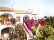 Upstairs Apartment - Torrevieja - Front view of apartment showing beautiful bougainvillea in full bloom